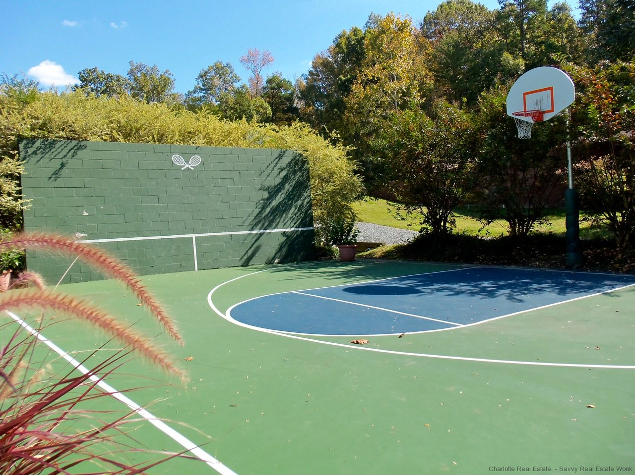 Basketball and handball courts in Providence Plantation